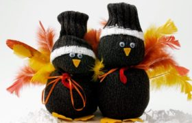 Thanksgiving crafts with Two Cute Turkeys